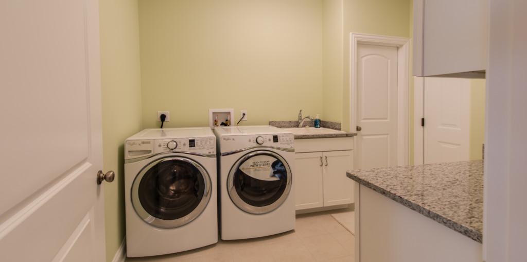 011 Laundry Room_02